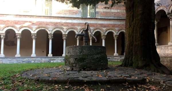 chiostro abbazia piona