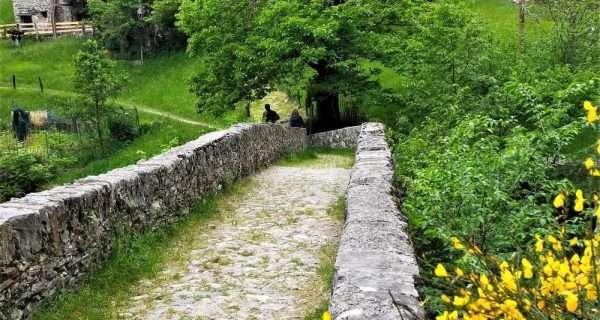 crotto Dangri e ponte romano nella Valle di Livo