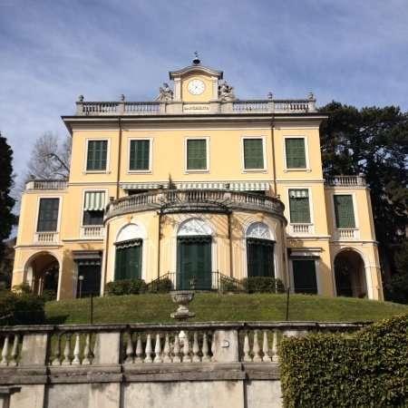 In gita sul Lago di Como tra ville giardini