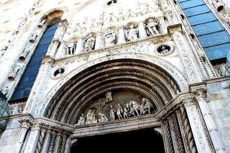 Entrata del Duomo di Como