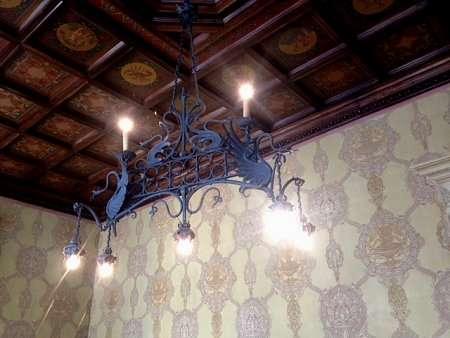 Lampadario in stile neogotico di Villa Monastero