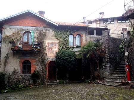 borgo lungo l'escursione in Val Sanagra