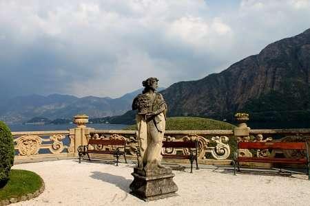 statua nel giardino di villa balbianello
