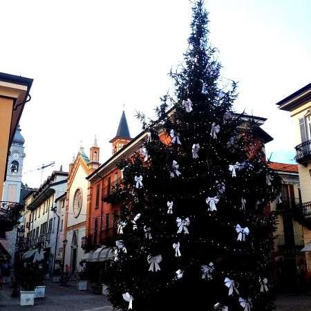piazza menaggio a natale