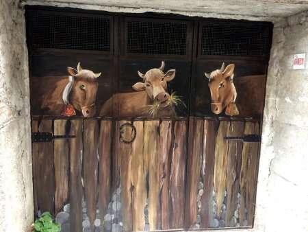 tre mucche dipinte