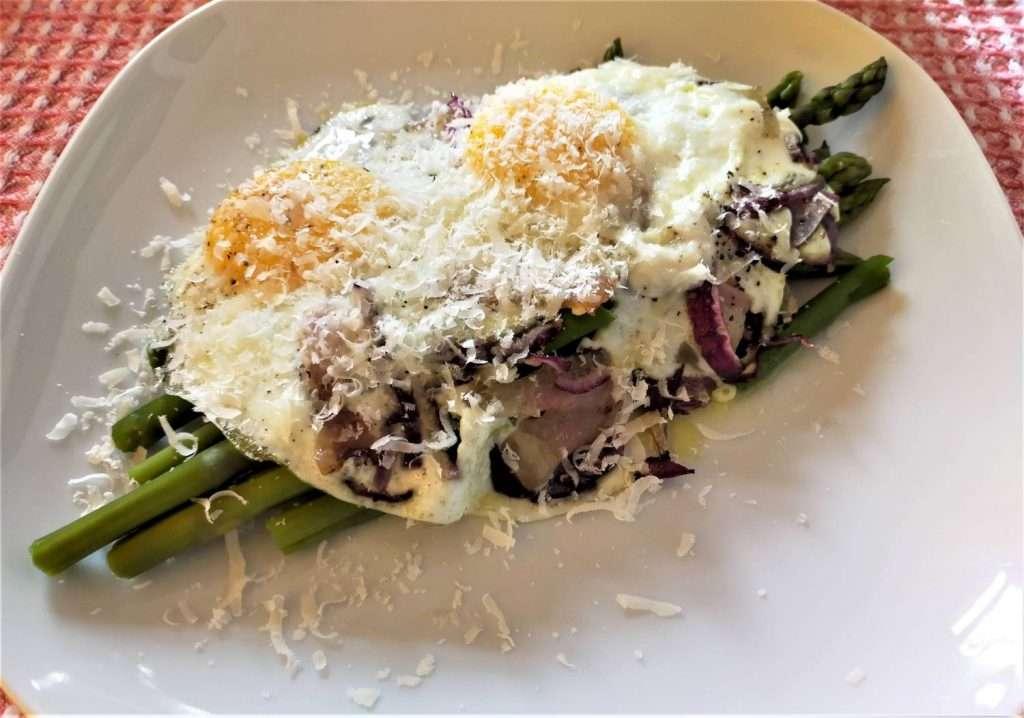 cosa scrivere su blog? Racconto della mio mese: qui un pranzetto con asparagi e uova